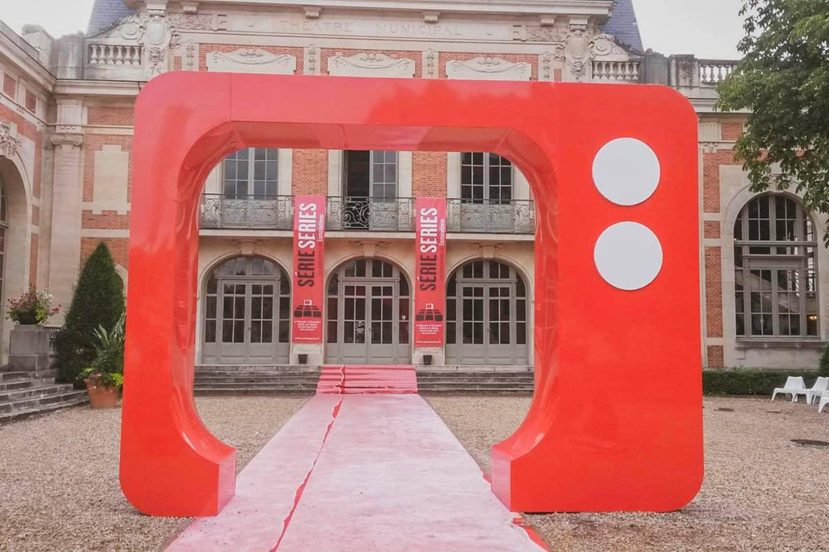 3abcrea-Arche rouge pour festival Série-Série à Fontainebleau